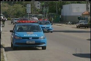 Assaltantes fogem após trocar tiros com a PM em Petrópolis, no RJ - Furto aconteceu em um supermercado de Itaipava de madrugada.