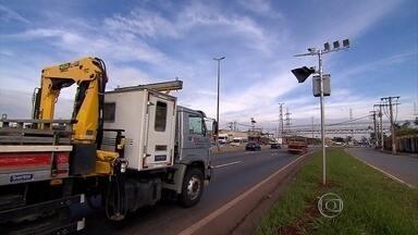 Radares instalados no Anel Rodoviário de BH estão sem multar - Situação que se arrasta há pelo menos cinco meses e pode ser um sinal verde para a imprudência.