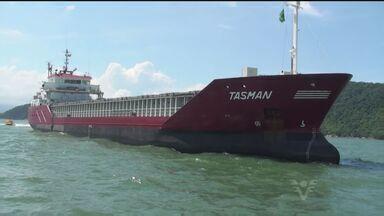 Navio da Guiné atraca no Porto de Santos e é inspecionado - Autoridades tinham receio que tripulação pudesse espalhar o vírus Ebola