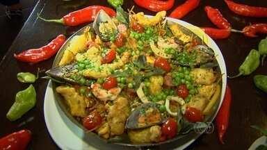 Chef ensina receita de fideuá servido em festival gastronômico em Goiás - Prato é um variante da paella espanhola e inclui itens como frango e pernil.