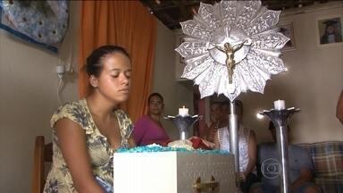 Bebê não resiste à espera de cirurgia cardíaca no interior da Bahia - A família tinha até uma liminar da Justiça determinando que o menino fosse operado imediatamente. Na UTI do mesmo hospital, outros dois pacientes ainda aguardam por vagas em Salvador.