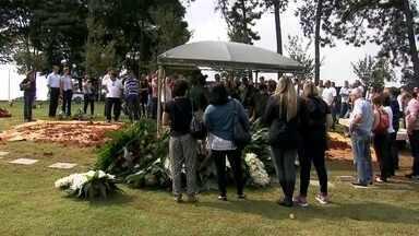 Piloto e outras 3 vítimas de acidente com helicóptero são enterrados em SP - Duas vítimas foram sepultadas no cemitério de Congonhas.
