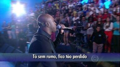 """Thiaguinho canta novo sucesso """"Pra que viver nesse mundo"""" - Faustão apresenta a banda e cantor lança sucesso pela primeira vez na televisão"""