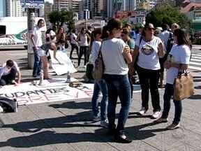 Estudantes vão às ruas de Florianópolis em apoio a greve dos professores estaduais - Estudantes vão às ruas de Florianópolis em apoio a greve dos professores estaduais