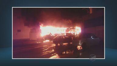 Um ônibus foi incendiado em Campinas no bairro São José - Ninguém foi preso por esta ação.
