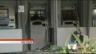 Criminosos explodem caixas eletrônicos em Paraibuna, SP - Suspeitos fugiram após ação; ninguém foi preso.