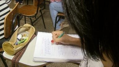 Brasil cumpre apenas duas das seis metas da Unesco em 15 anos - O Ministério da Educação diz que não concorda com a metodologia usada pela Unesco. Entre os compromissos não cumpridos estão a redução do número de adultos analfabetos e a melhoria da qualidade de ensino.