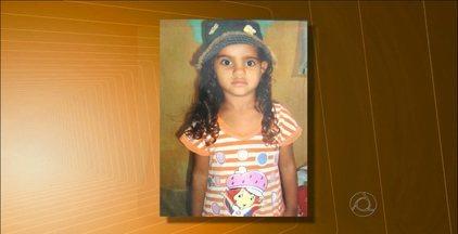 Menina de 6 anos morre ao ser atingida por portão de ferro em Alagoa Nova, na Paraíba - Segundo os vizinhos da vítima, o portão apresentava irregularidades e já tinha caído outras vezes.