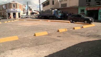 Moradores e comerciantes da Levada reclamam da implantação de gelos baianos - Instalação foi realizada pela SMTT. Segundo a população, a medida prejudica quem tem loja e depósitos na região.