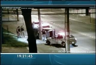 Motorista desobece ordem de parada da PM e capota na fuga em Montes Claros - A PM fez o teste do etilômetro no motorista e se confirmou a embriaguez.