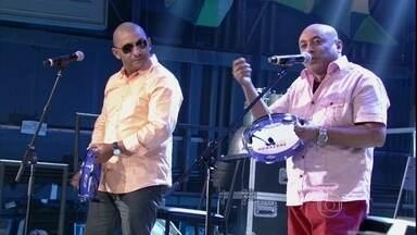 Caju e Castanha faz uma música sobre sogra - Cantora se apresenta no programa Altas Horas
