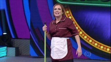Bruna Campello vira Cremilda, a faxineira, e arranca risadas do público - Veja como a comediante se apresentou no palco do Domingão