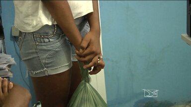 Homem de 62 anos que é suspeito de abusar sexualmente da filha em Pindaré-Mirim - Em Pindaré-Mirim, a Polícia Civil prendeu um homem de 62 anos que é suspeito de abusar sexualmente da filha adolescente. A polícia confirmou que os abusos vêm ocorrendo desde a infância da jovem.