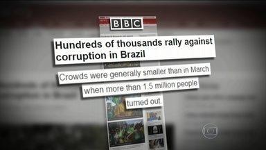 Manifestações no Brasil repercutem na Europa - A Rede Britânica BBC destaca que o protesto reuniu menos gente em relação à manifestação anterior. O Jornal EL País, da França, afirma que manifestantes pediam o Impeachment da presidente Dilma.