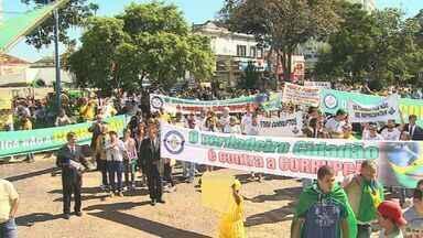 Moradores de Sertãozinho e Franca, SP, também participam de protesto - De acordo com a PM, em Barretos, cerca de 200 pessoas participaram de manifestação.