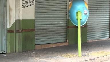 Família de idoso morto a tiros em bar se revolta com assaltantes: 'Covardes' - Crime ocorreu dias antes do aniversário de 78 anos do idoso, em Goiânia. Dois homens roubaram corrente de ouro da vítima, atiraram e fugiram.