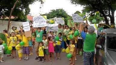 200 pessoas participam de protestos em Corumbá (MS) - Manifestantes pedem por mais transparência em empréstimos públicos e a redução do número de ministérios