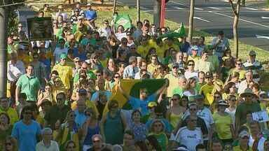 Pessoas vão as ruas de Araraquara para protestar durante o domingo (12) - Pessoas vão as ruas de Araraquara para protestar durante o domingo (12)
