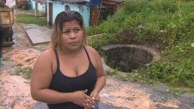 Situação de bueiros sem tampa preocupam moradores em Manaus - Neste fim de semana, uma família caiu em bueiro após acidente de trânsito.