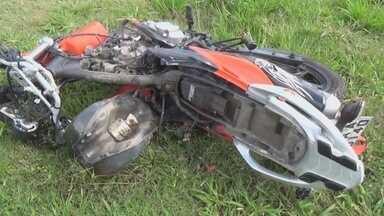 Motociclista morreu em acidente na AM-010, em Manaus - Homem de 36 anos trabalhava em Itacoatiara e seguia para Manaus quando a moto que ele dirigia se chocou contra um carro.