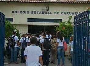 Primeiro dia de greve dos professores estaduais marca esta segunda-feira (13) - Muitos alunos não esperavam a ausência de aulas em escolas de Caruaru.
