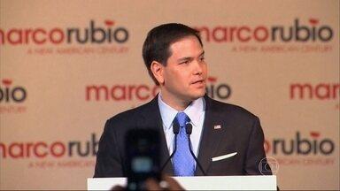 Marco Rubio anuncia entrada na corrida presidencial dos Estados Unidos - Ele tem origem cubana e é o terceiro candidato republicano a lançar campanha. Hillary é a candidata democrata e quer ser a primeira mulher na presidência.