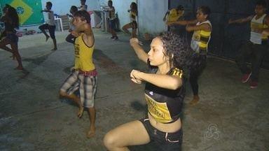 Projeto na Zona Leste motiva jovens a praticar dança - Iniciativa é de família, que dedica ação social a mudar jovens da área.