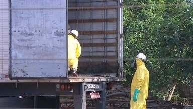 Produto tóxico que vazou ainda não foi identificado - Quarteirão continua interditado e três famílias precisaram sair de suas casas.