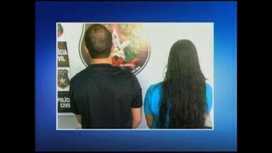 Polícia prende 4 pessoas acusadas de vender droga em frente a escola - Veja as imagens dos flagrantes.