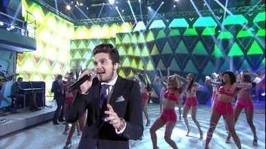Te dei o sol, te dei o mar! Com ajuda do público, Luan Santana canta 'Meteoro' - Confira a apresentação do cantor
