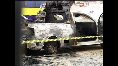 Duas ambulâncias são incendiadas no pátio do pronto-socorro em Buri - Duas ambulâncias foram incendiadas na madrugada de domingo (19) em Buri (SP). Os veículos estavam no pátio do pronto-socorro da cidade. A polícia trabalha com a hipótese de vandalismo. Ninguém ficou ferido.
