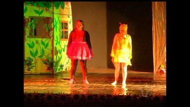 Espetáculo 'A cigarra e a formiga' é realizado em Santarém - Grupo de teatro Kauré se apresentou na Casa da Cultura e teve a aprovação do público infantil.