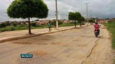 Motoristas sofrem com buracos em trechos da BR-230, no centro-sul do Ceará - Movimento busca reconstrução dos trechos nas cidades de Farias Brito e Várzea Alegre.