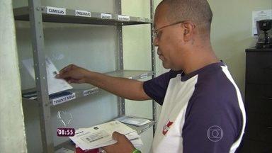Repórter Felipe Suhre mostra iniciativa de dois primos em comunidade no Rio de Janeiro - Silas e Carlos criaram um sistema de entrega de correspondência em domicílios