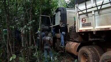 Fazenda era usada como área de desmanche e adulteração de veículos de carga em MT - Uma fazenda no norte de MT era usada como área de desmanche e adulteração de veículos de carga. Três pessoas foram presas.
