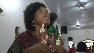 Católicos se reúnem para comemorar o dia de Santo Expedito, em Salvador - Celebração foi domingo (19), no bairro da Liberdade.