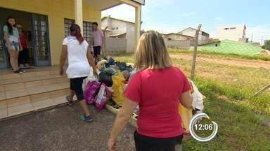 Moradores do Santa Júlia fazem mutirão para frear dengue em S. José - Cidade tem mais de 2,7 mil infectados pela doença em 2015.