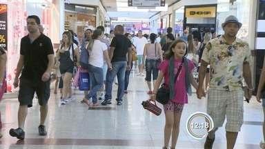 Comércio São José - Lojistas fazem de tudo para atrair clientes.