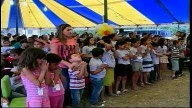 Milhares de pessoas participam do Fronteira Para Cristo - Evento foi realizado pela igreja Assembleia de Deus.
