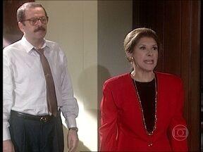 O Rei do Gado - capítulo de terça-feira, dia 21/04/15, na íntegra - Rosa faz um escândalo ao ver Chiquita em sua casa