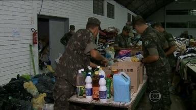 Moradores de cidades atingidas por tornado recebem donativos e ajuda na reconstrução - Só em Xanxerê, a cidade mais atingida pelo tornado, o prejuízo já passa de R$ 45 milhões. Mais de 800 pessoas ainda estão desabrigadas.