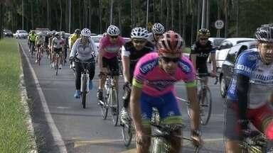 Ciclistas fazem protesto por respeito no trânsito - Os ciclistas se reuniram no Parque da Cidade para pedir respeito e uma convivência pacífica com os motoristas. O governo promete medidas de segurança.