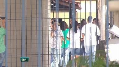Professores se reúnem com Governo do Estado para negociar greve - Paralisação da categoria já dura 19 dias.