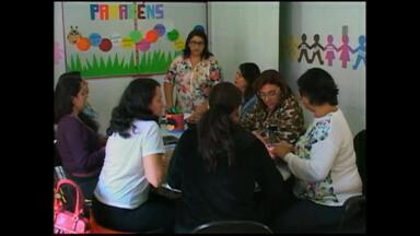 Projeto quer ajudar professoras a incentivar leitura entre crianças - Oficina ensina educadores a criarem personagens.