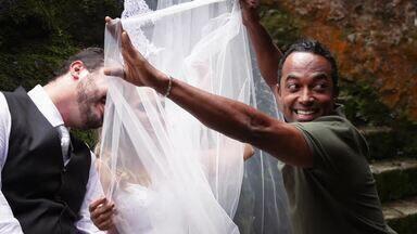 Hoje é dia de noiva: Tresh the dress - Alexandre Henderson vai acompanhar uma sessão de fotos muito inusitado, em que a noiva não tem pena em danificar o vestido
