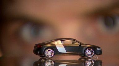 Luiz Razia mostra uma das maiores fábricas de miniaturas de carros - São milhões de colecionadores espalhados pelo mundo, interessados em réplicas de carros clássicos e estrelas do cinema.