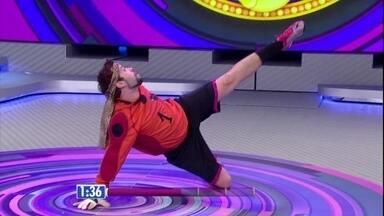 Léo Castro apresenta personagem que mistura bailarino e goleiro - Caia na gargalhada com a apresentação do humorista