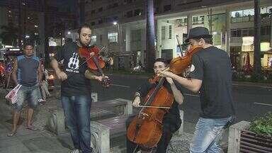 Trio apresenta música clássica nas ruas de Santos, SP - Trio apresenta música clássica nas ruas de Santos, SP.