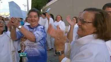 Moradores do Ibura fazem homenagens a Nossa Senhora de Fátima - A festa foi dupla no bairro.