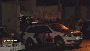 Família é feita refém em uma casa de Mogi Mirim - A Polícia Militar fez a negociação com os suspeitos.